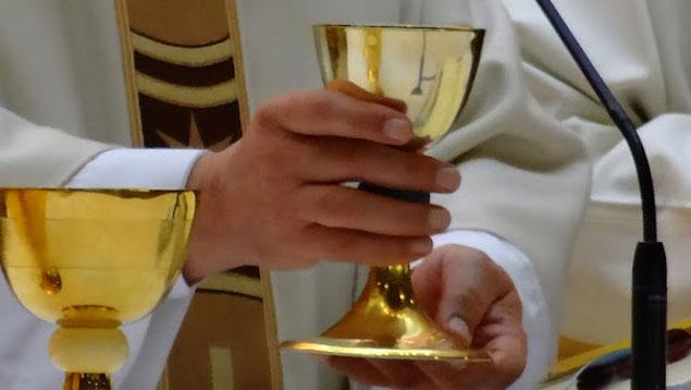 Una Vecina de San Clemente encuentra 150.000 euros en un sobre y lo dona a su iglesia