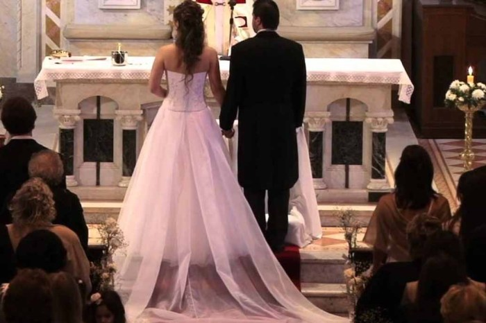 "El cura se niega a casar a una pareja de Alcázar de San Juan porque el novio es de ""Podemos"""