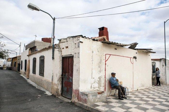 Un okupa perroflauta Albaceteño entra en una casa del barrio de las 600 por error y sale sin perro sin rastas