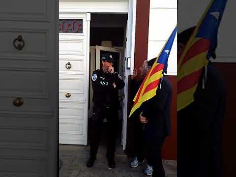 Puigdemont se entrega en una comisaría de Tomelloso