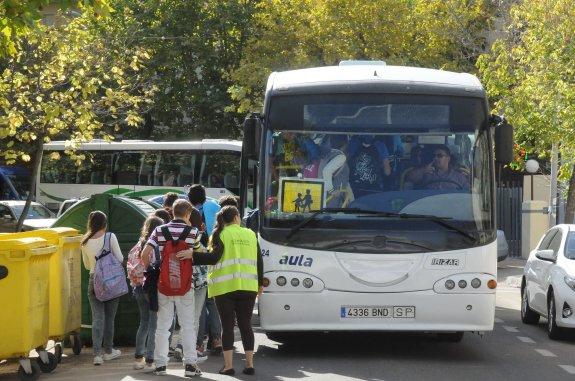"""El chofer de un autobús que lleva a los niños al instituto de Villarrobledo los deja en un desguace porque no le aplaudieron cuando llegaron al """"Insti"""""""
