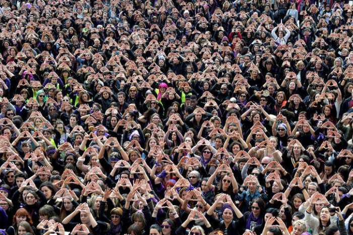 500 mujeres llegan tarde a una manifestación feminista que se celebró en Tomelloso porque no sabían que ponerse.