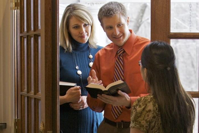 Una solterona muy aburrida de Las Pedroñeras dice que en la fase 3 abrirá la puerta a todos los testigos de Jehová que llamen a su timbre