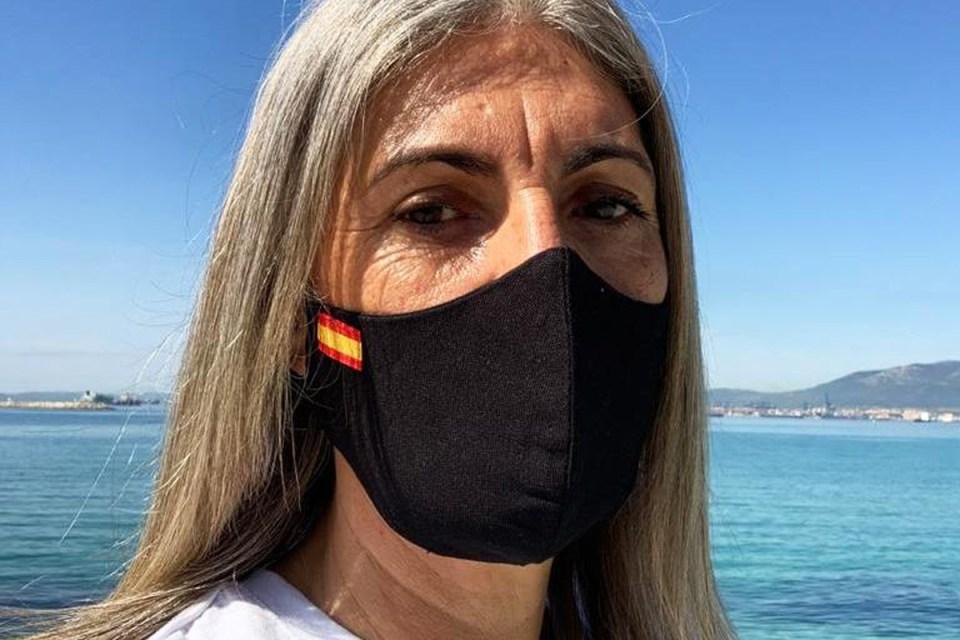 Las mujeres manchegas que llevan la bandera de España en la mascarilla son mejores en la cama, según un estudio