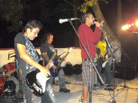 Limalla, durante la presentacion del grupo en Sancti Spíritus el 7 de enero de 2012