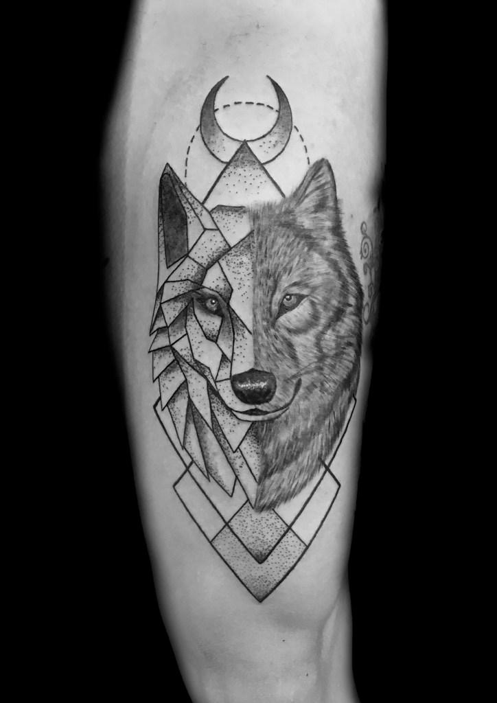 Lobo Geo Foto La Mano Diestra Tattoo Studio