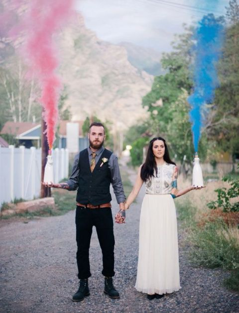 21-Awesome-Smoke-Bomb-Wedding-Ideas10