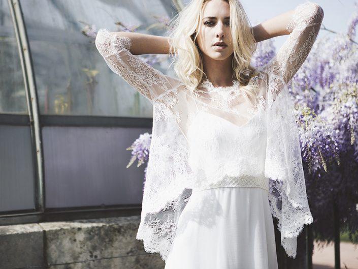 robe-mariée-bonnie-cape-dentelle-705x529