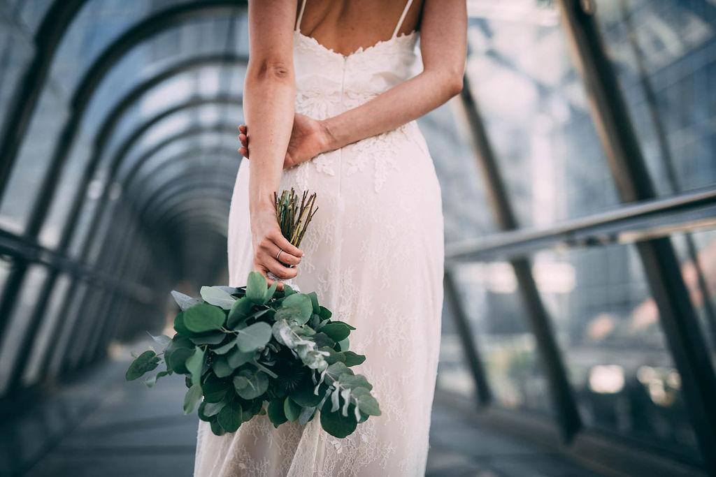 1_10_romantique_couple_4_looks_sidneyonthemoon_photographe_chrisvonmartial_robe_mariee_costume_paris_wedding_web.jpg