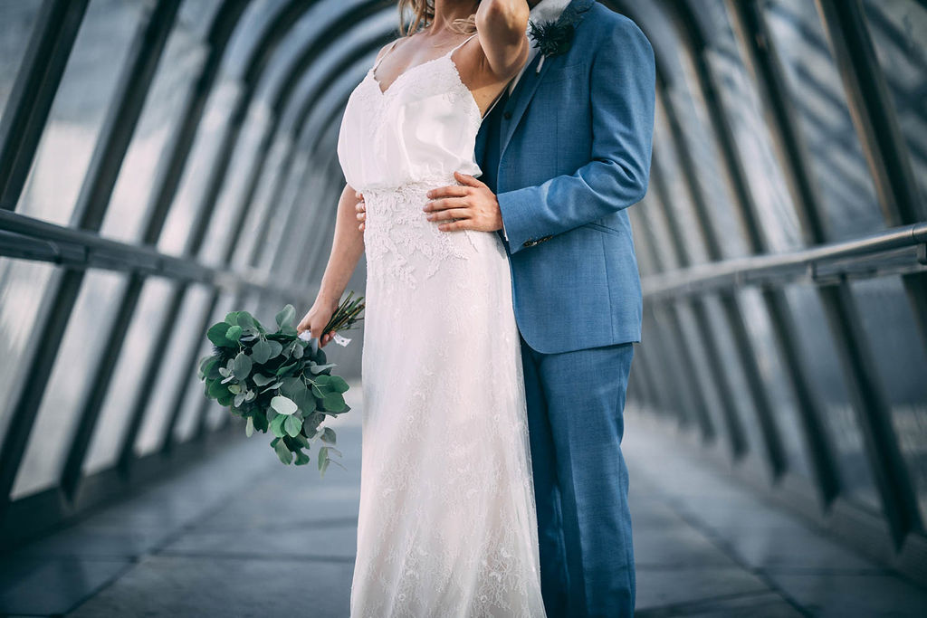 1_20_romantique_couple_4_looks_sidneyonthemoon_photographe_chrisvonmartial_robe_mariee_costume_paris_wedding_web.jpg