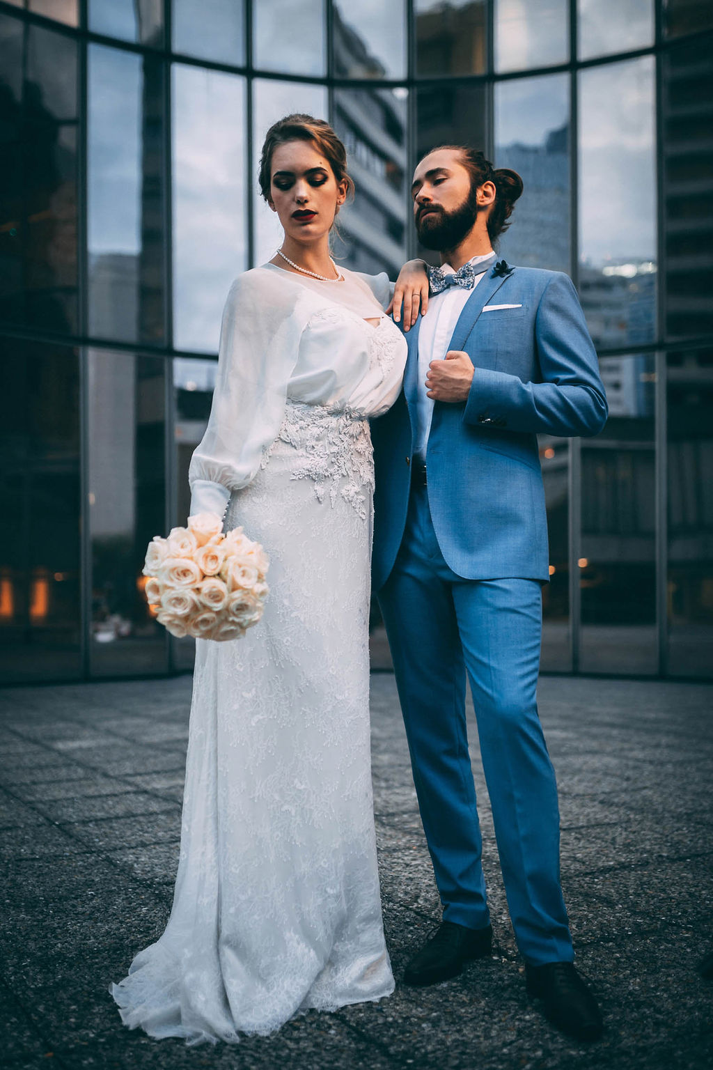 3_2_chic_urbain_couple_4_looks_sidneyonthemoon_photographe_chrisvonmartial_robe_mariee_costume_paris_wedding_web.jpg
