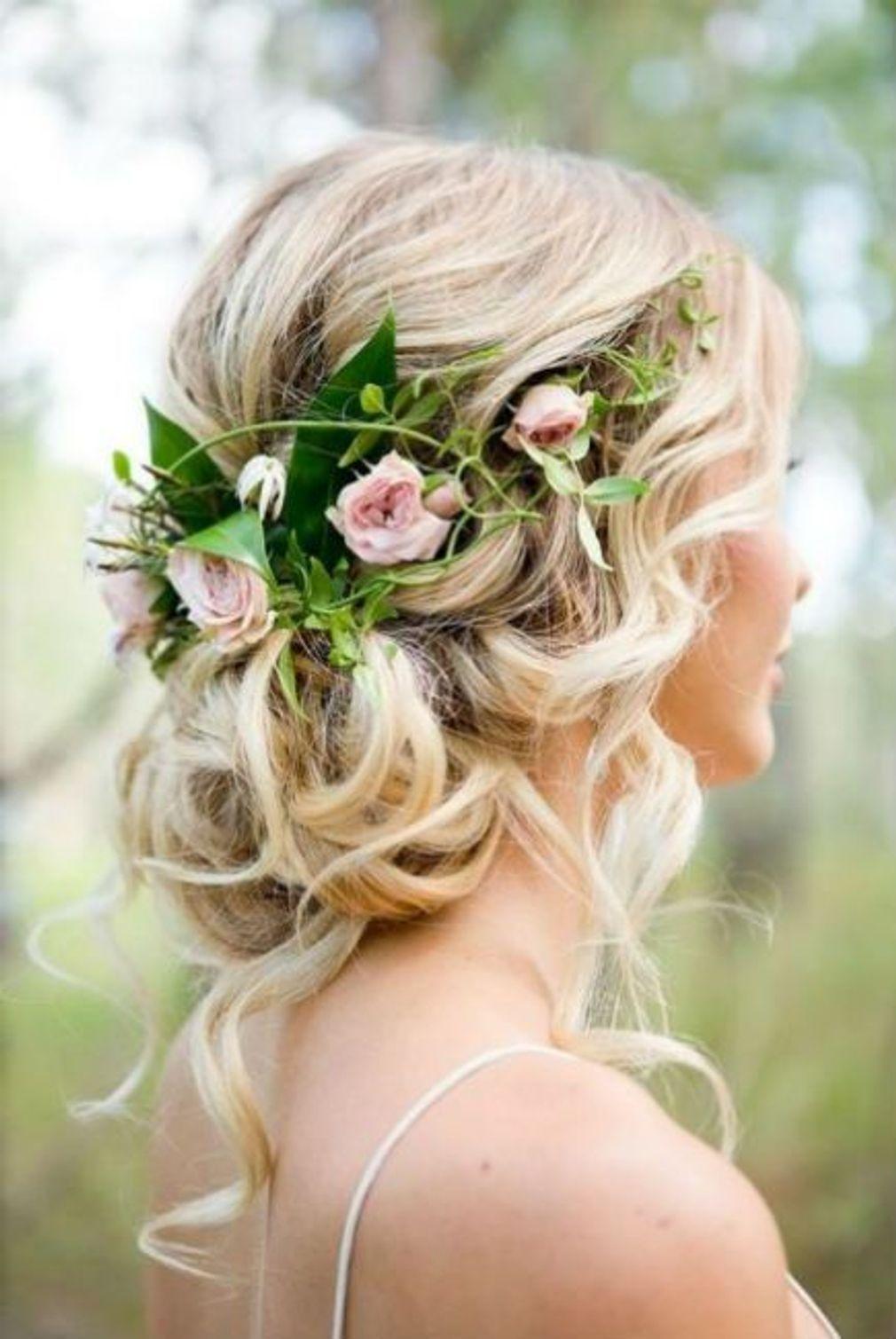 Coiffure-de-mariage-chignon-bas-et-fleurs