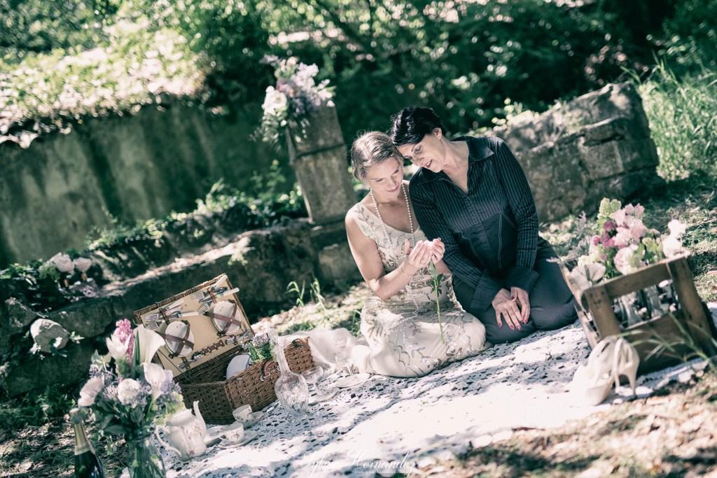 Amour entre deux femmes qui se marient