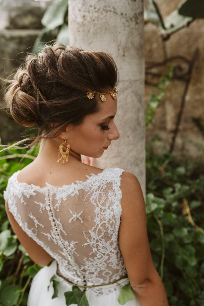 Robe de mariée travaillée dentelle