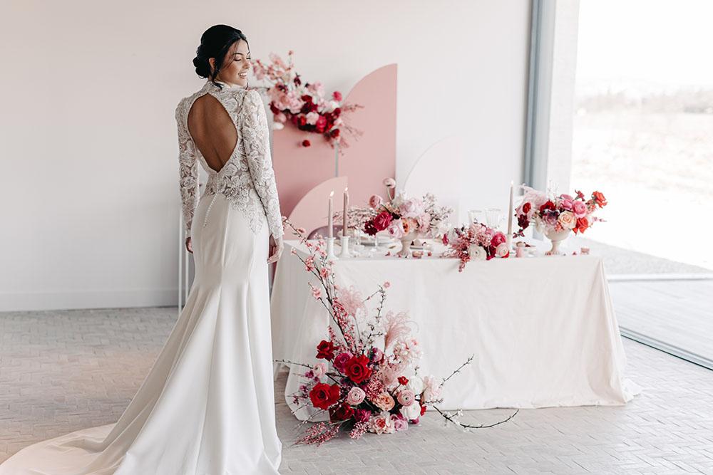 Future mariée Saint Valentin mariage rouge, blanc et rose