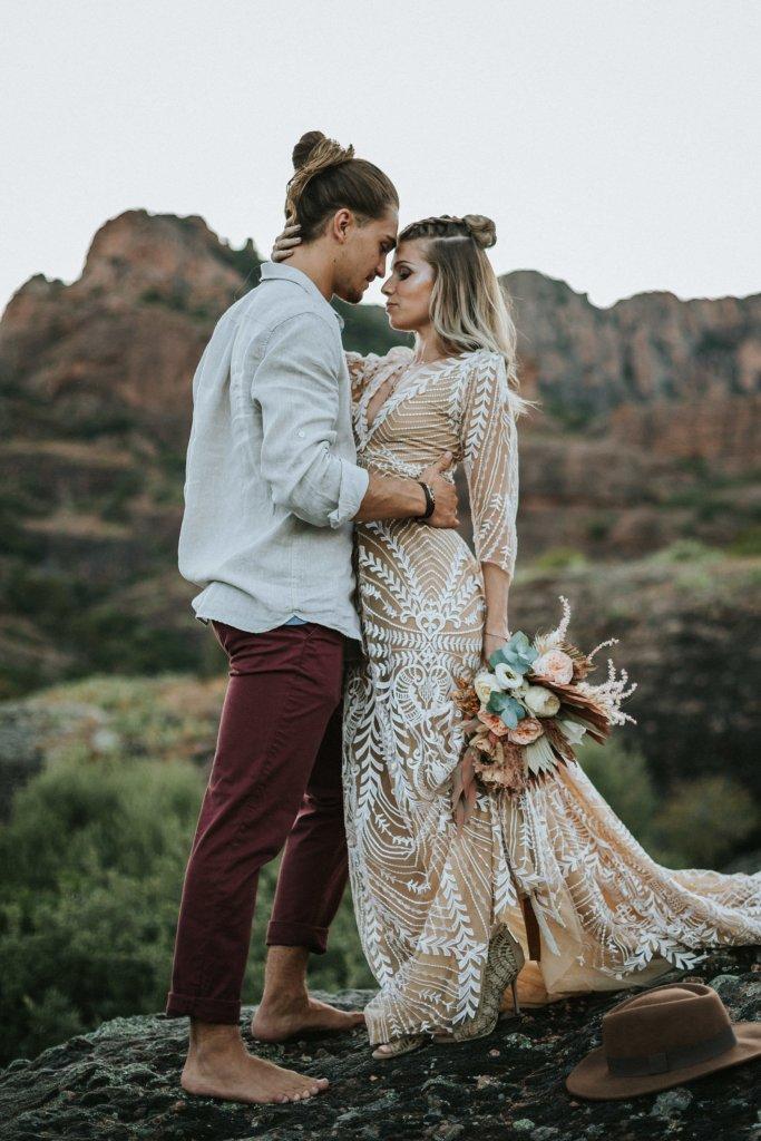 Mariage alternatif Coachella mariés