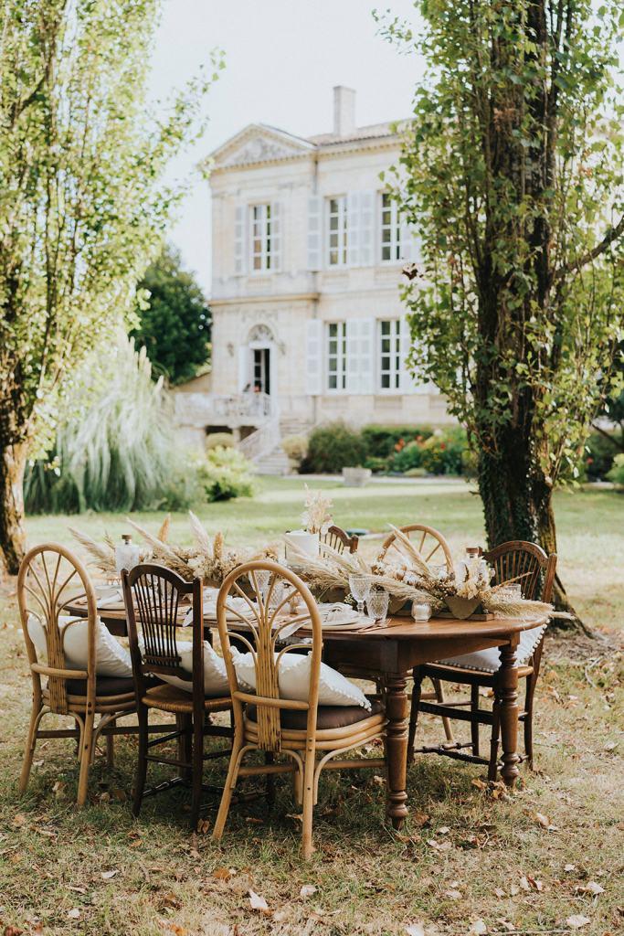 décoration de table mariage blanc , doré et naturel