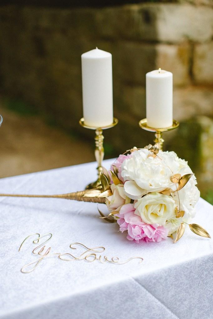bouquet de fleur blanches et roses