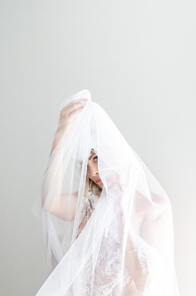 mariée en dessous et voile de la mariée