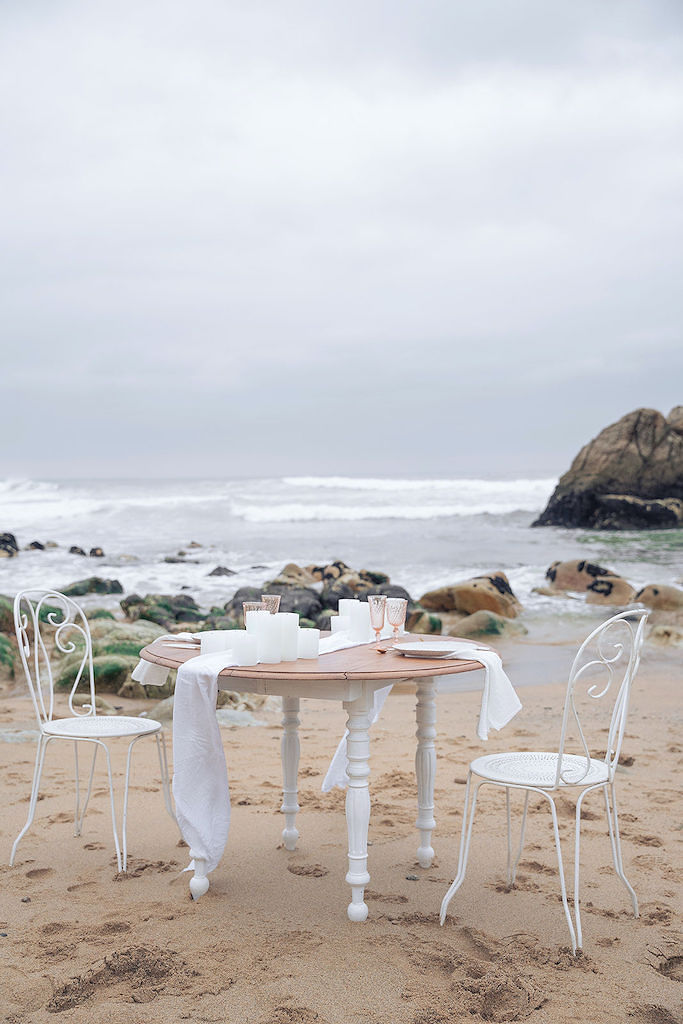 table de mariage au bord de la mer