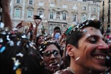 La plaça Sant Jaume estava plena de simpatitzants d'Ada Colau i de Barcelona en Comú / Judit Valdés