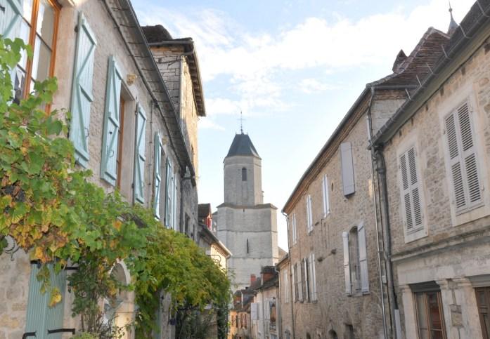 Martel - ruelle menant à l'église Saint-Maur