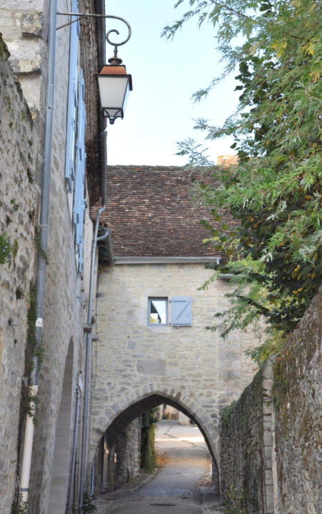 Martel - petit passage sous un porche