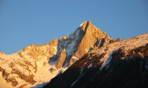Hiver à Chamonix Mont Blanc - coucher de soleil sur l'Aiguille du midi