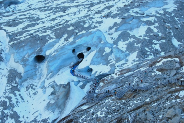 Hiver à Chamonix - Mont Blanc : la mer de glace depuis le téléphérique