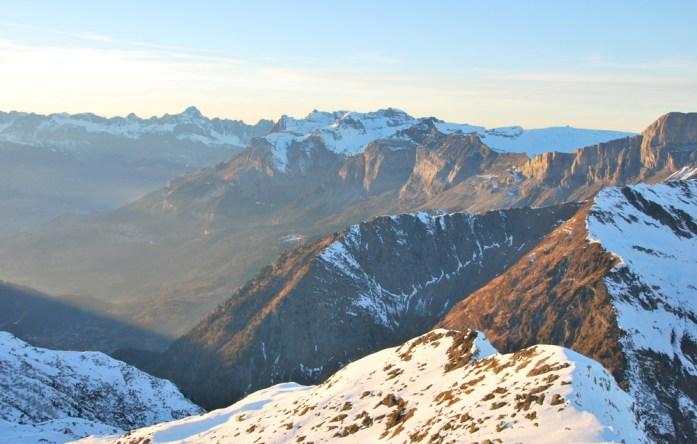 Hiver à Chamonix - Mont Blanc : soleil couchant sur les montagnes