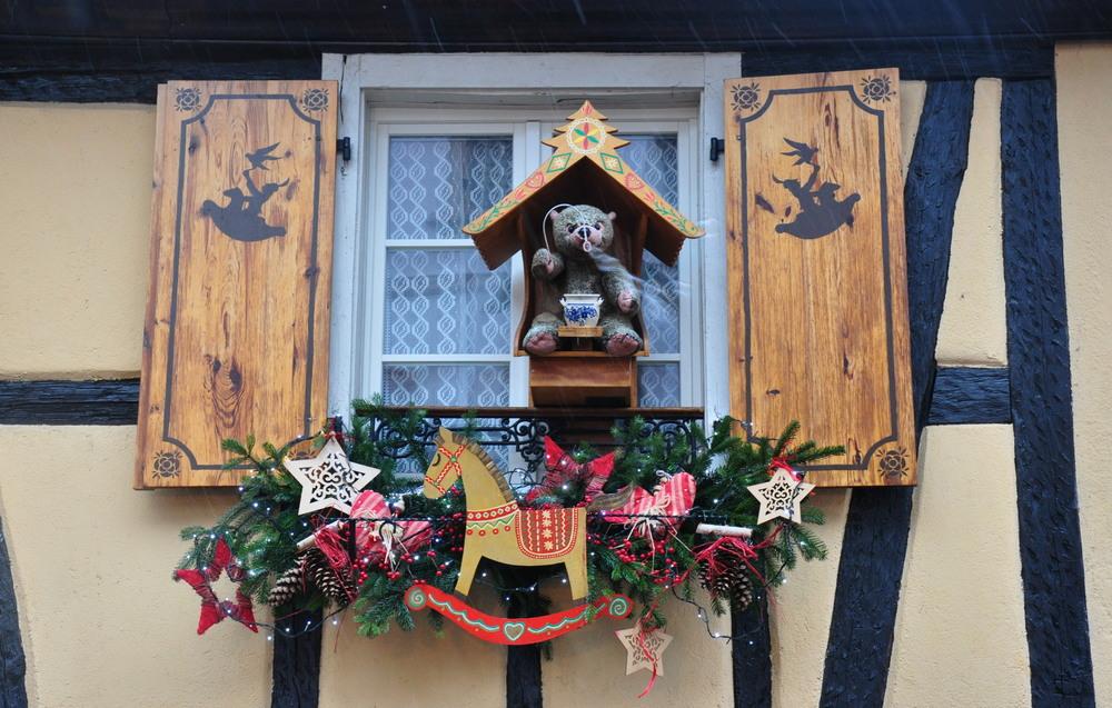 Le marché de Noël médiéval de Ribeauvillé - fenêtres décorées
