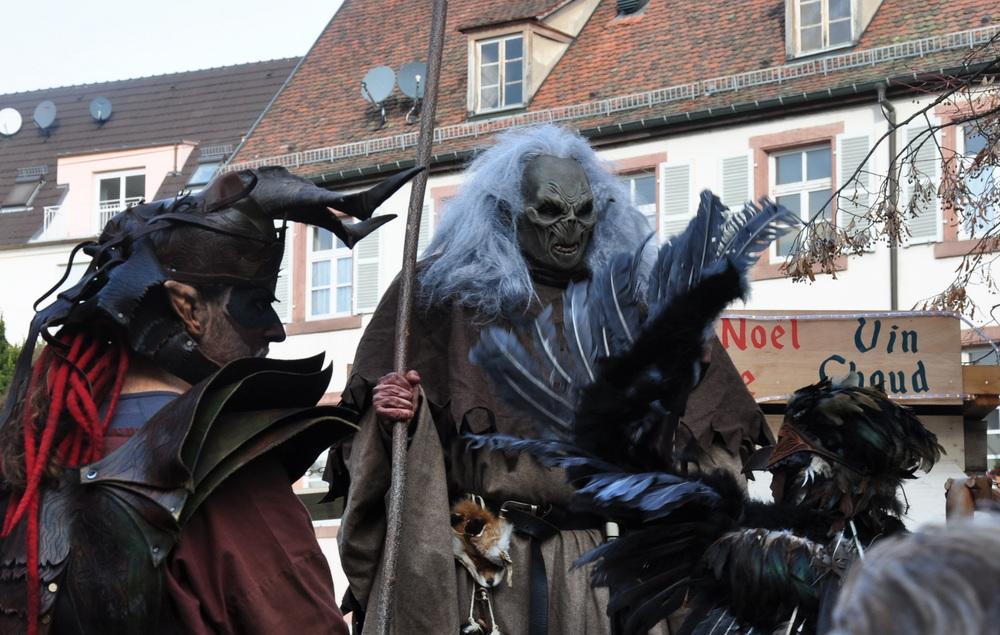 Le marché de Noël médiéval de Ribeauvillé - monstres sur échasses