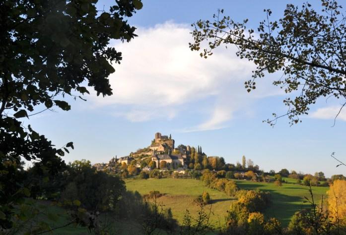 Le village de Turenne à l'horizon
