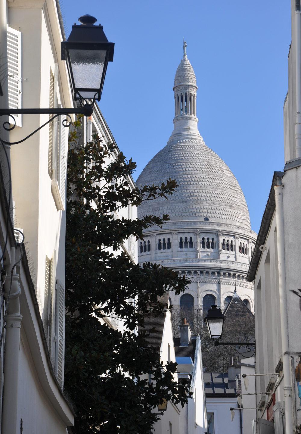Paris - le sacré-cœur depuis les ruelles