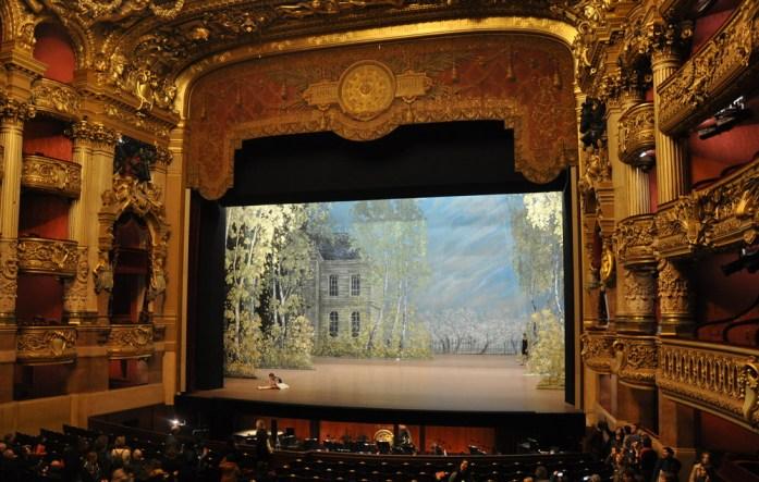 Paris - la salle de spectacle de l'opéra Garnier