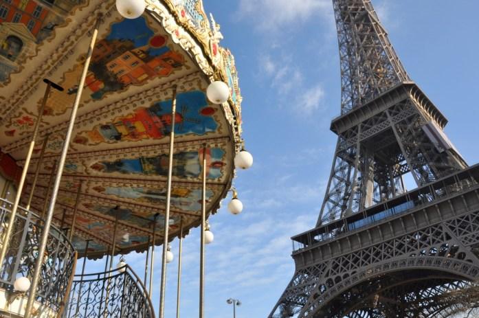 Paris - la tour Eiffel et le carroussel