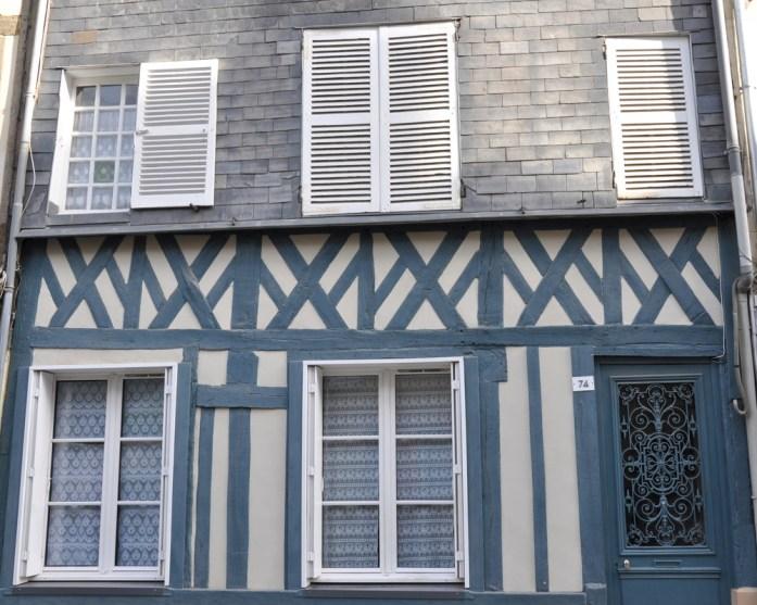 Visiter Honfleur : façade à colombages et ardoise