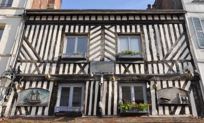 Visiter Honfleur : jolie façade à colombages