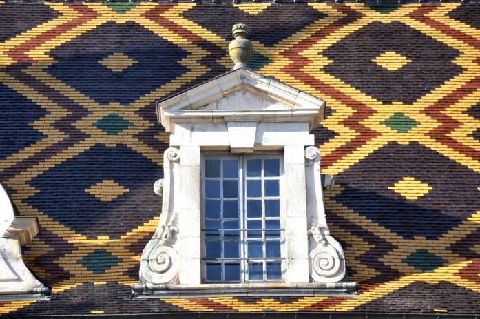 Visiter Beaune et ses hospices - toit de la cour d'honneur