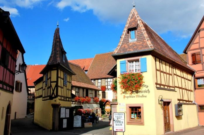 Découvrir Eguisheim en Alsace - cour Unterlinden