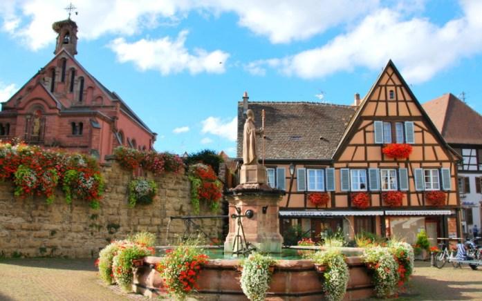 Découvrir Eguisheim en Alsace - fontaine Saint Léon