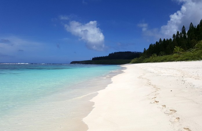Îles de Nouvelle Calédonie - plage déserte à Maré