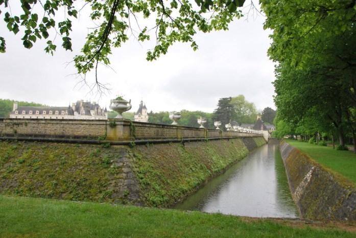 Circuit des châteaux de la Loire - les douves de Chenonceau