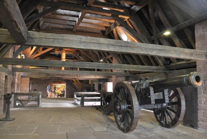 Le Haut Koenigsbourg en Alsace - canons du grand bastion