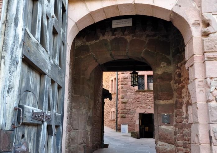Le Haut Koenigsbourg en Alsace - porte d'entrée