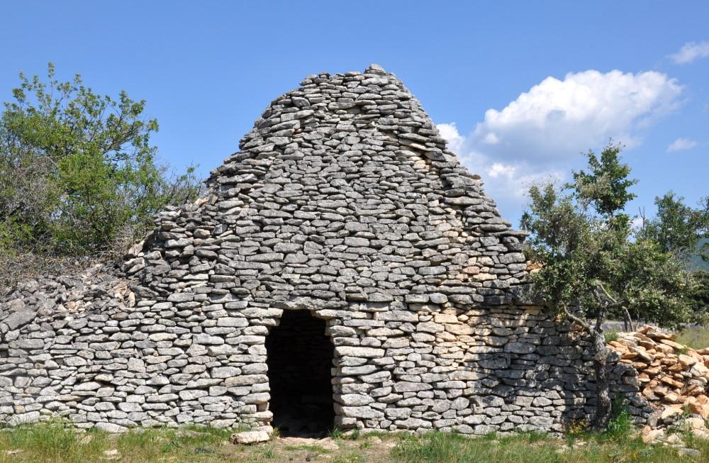 Photographier la lavande en Provence - borie en pierre
