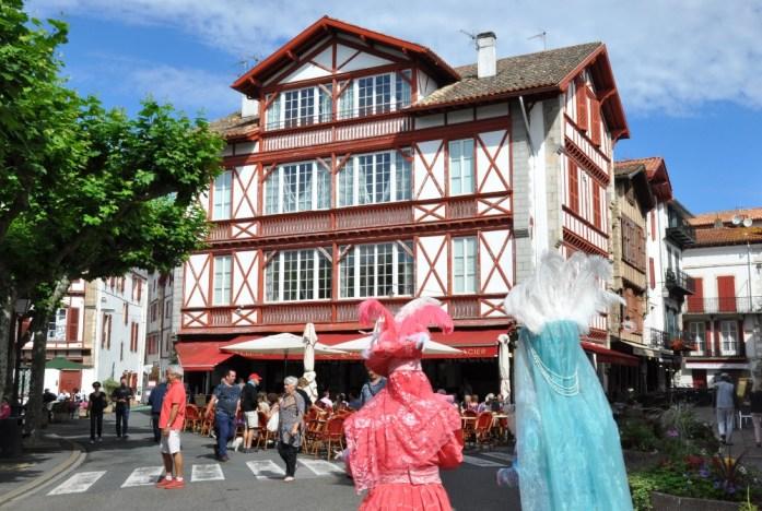 La Marinière en Voyage - place de Saint-Jean-de-Luz