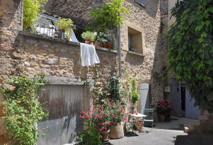 Cour de village à Lourmarin