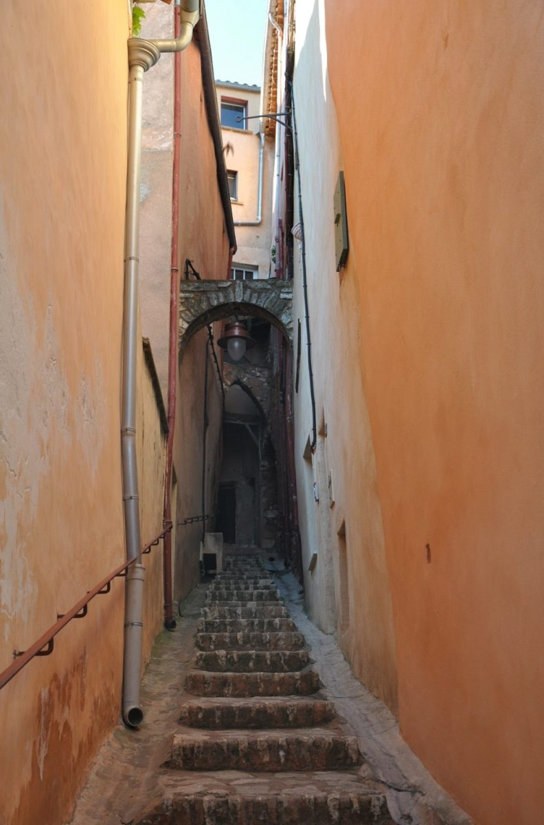 Ruelle orange à Roussillon