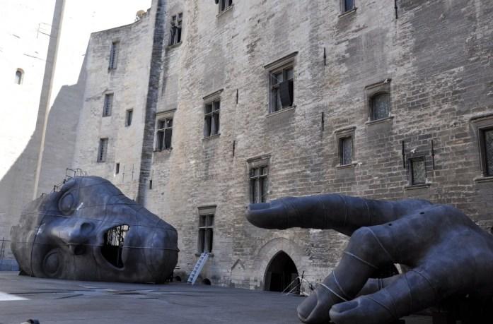 Visiter Avignon et le Palais des Papes en une journée - cour d'honneur